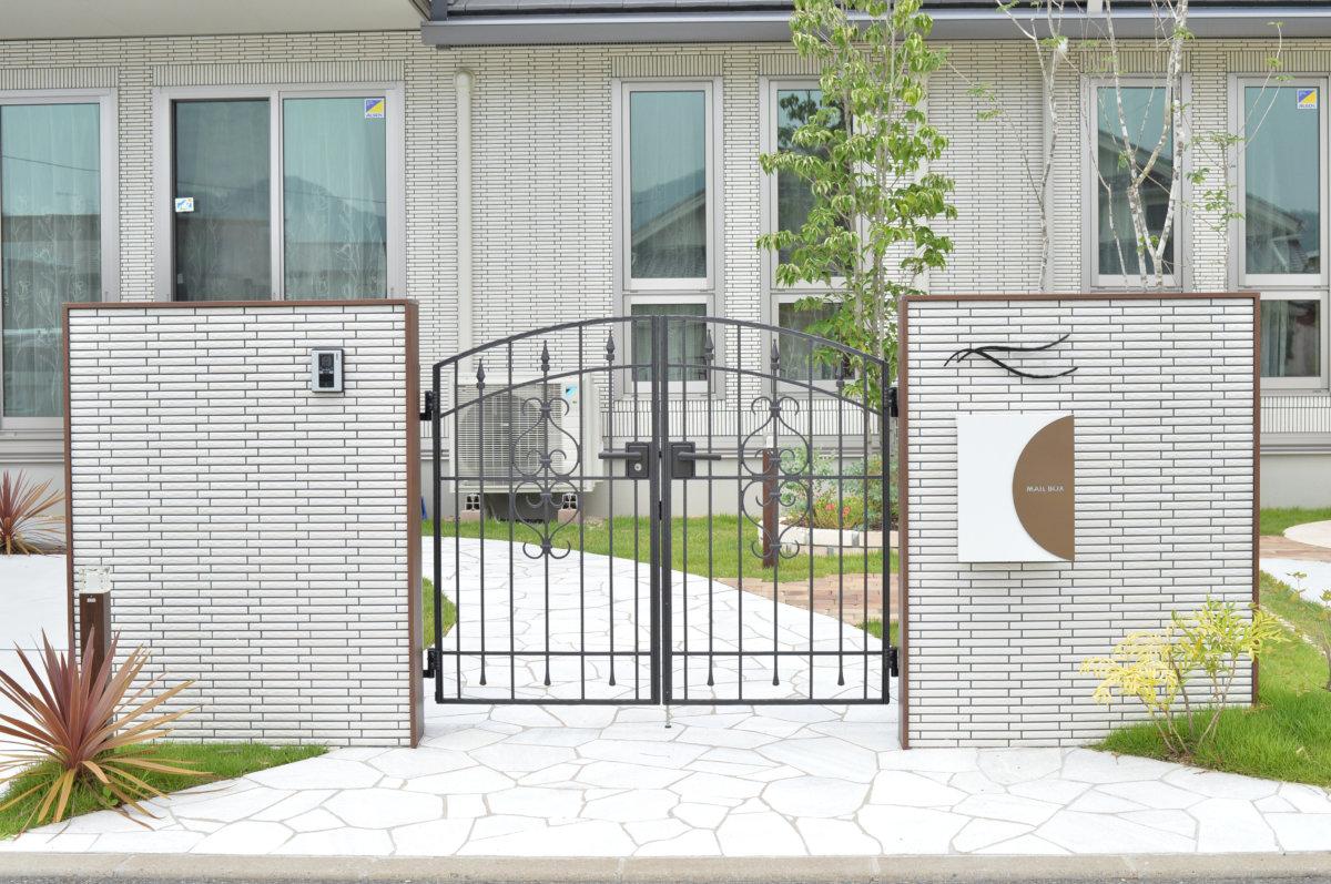 アルミ鋳物の門扉