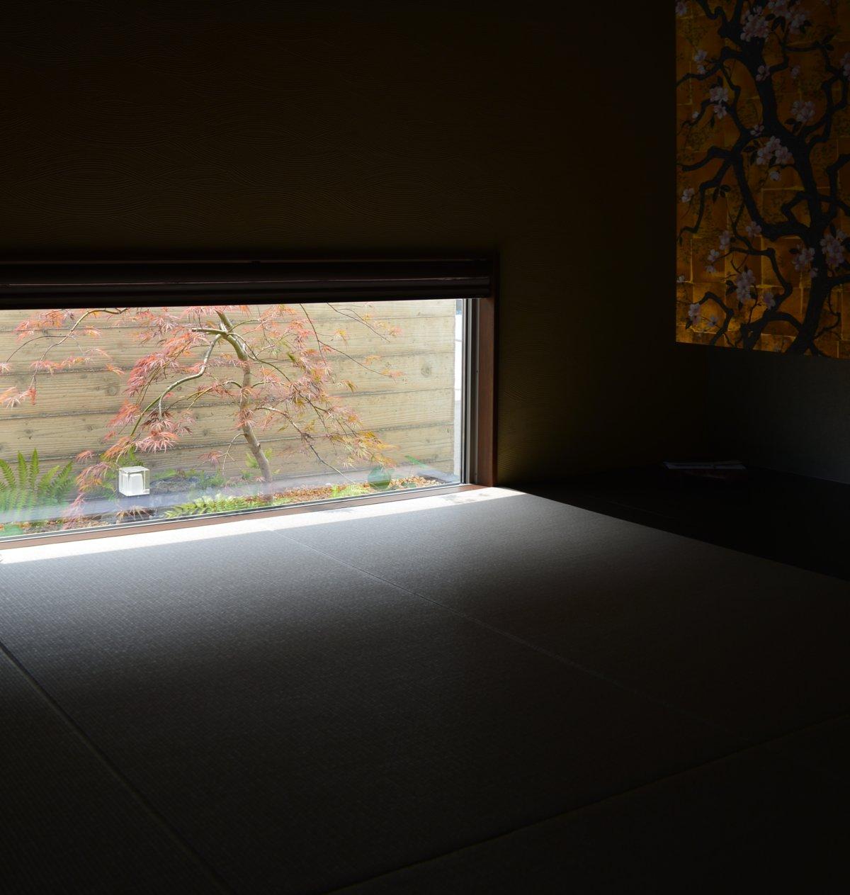「地窓と庭」