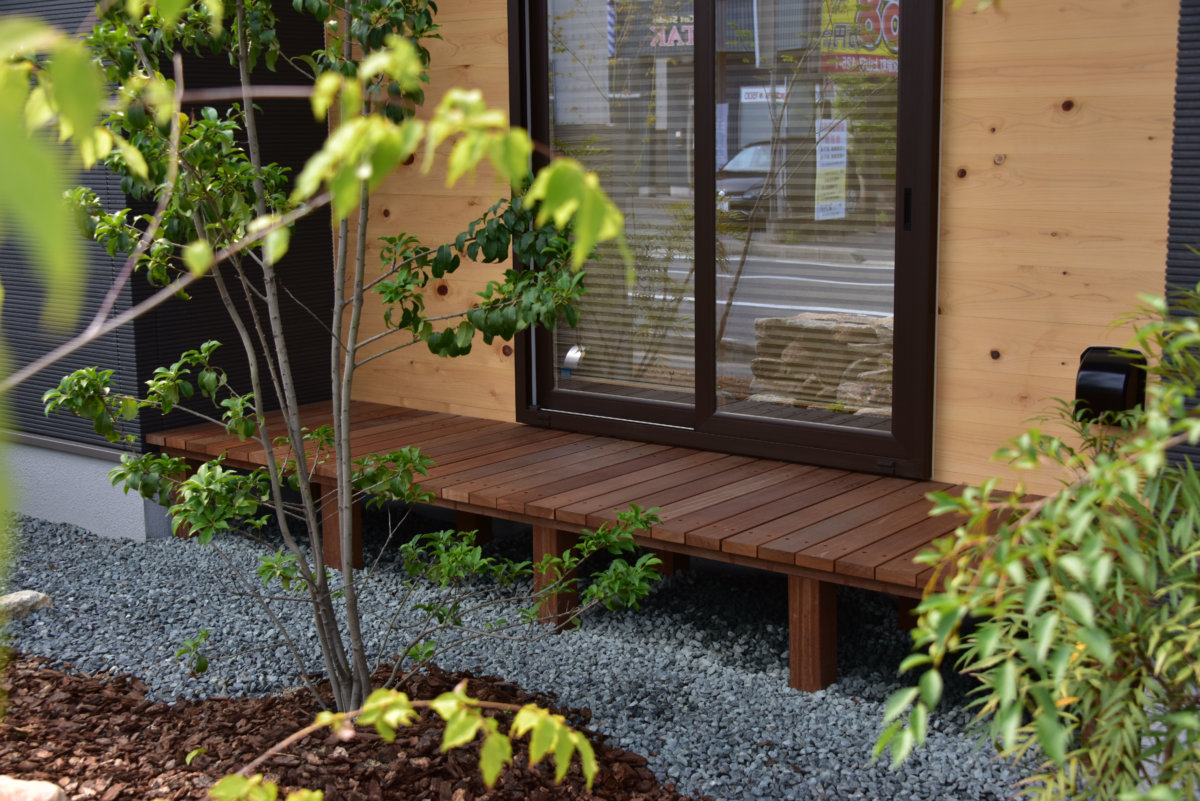 お庭の施工例「ウッドデッキ」